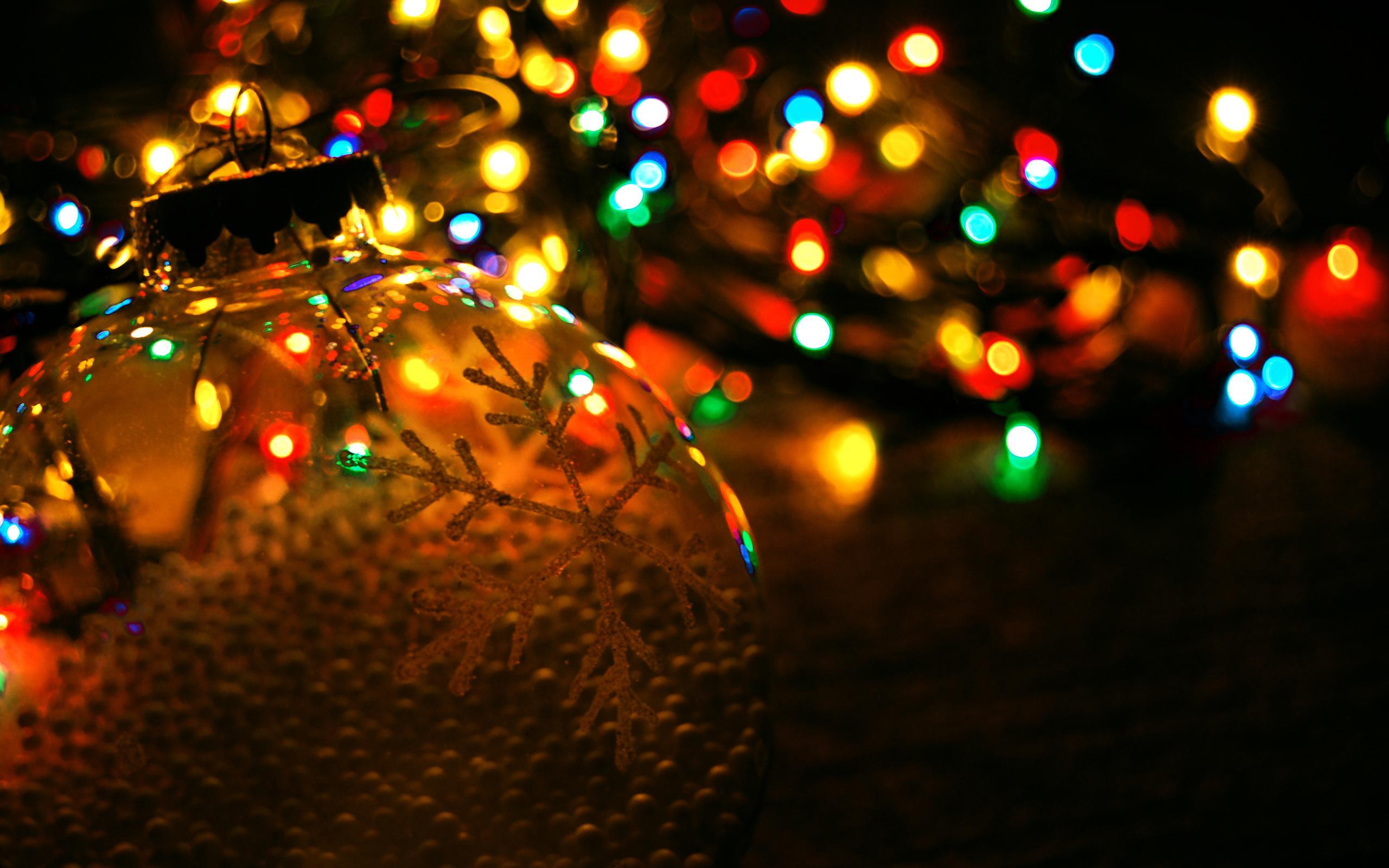Как крупные бренды поддерживают интерес пользователей в новогодние праздники