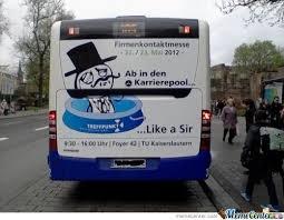 Нарисованные мемы на автобусе